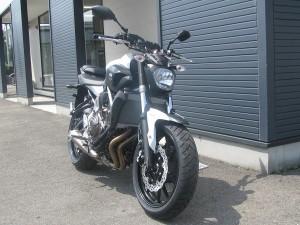 新車 ヤマハ MT-07 ABS ホワイト フロントサイド