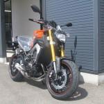 新車 ヤマハ MT-09 ABS オレンジ フロントサイド