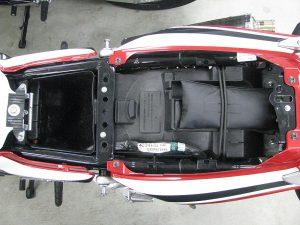 中古バイク ホンダ CB400SB レッド/ホワイト シート下収納