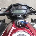 カワサキ Z1000ABS レッド/ブラック ハンドル周り