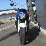 スズキ GSR750ABS ブルー/ホワイト フロントサイド