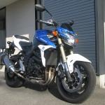 スズキ GSR750ABS ブルー/ホワイト フロントサイド2