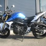 スズキ GSR750ABS ブルー/ホワイト レフトサイド
