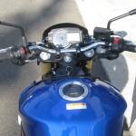 スズキ GSR750ABS ブルー/ホワイト ハンドル周り