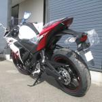 ヤマハ YZF-R25 ABS ホワイト/レッド リヤサイド