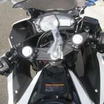 ヤマハ YZF-R25 ABS ホワイト/レッド メーター周り