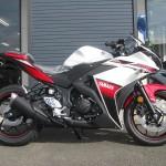 ヤマハ YZF-R25 ABS ホワイト/レッド ライトサイド
