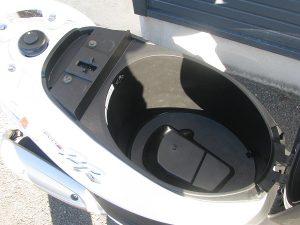 ヤマハ JOGZR ホワイト シートボックス
