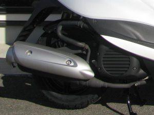 ヤマハ JOGZR ホワイト エンジン