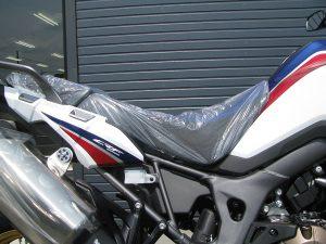 新車バイク ホンダ CRF1000L アフリカツイン トリコロール シート上げた状態