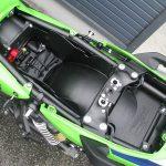 カワサキ ZRX1200 DAEG ファイナルエディション ライムグリーン シート下収納