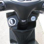 新車バイク ヤマハ シグナスX-SR ホワイト フロントポケット