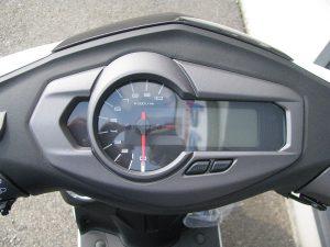 新車バイク ヤマハ シグナスX-SR ホワイト スピードメーター