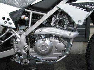 カワサキ KLX125 ホワイト エンジン