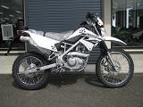 カワサキ KLX125 ホワイト 右側小