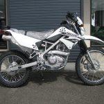 カワサキ KLX125 ホワイト 右側