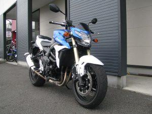 スズキ GSR750ABS ブルー/ホワイト 前側