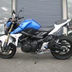スズキ GSR750ABS ブルー/ホワイト 左側