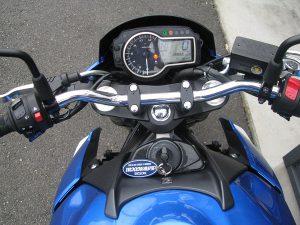 スズキ GSR750ABS ブルー/ホワイト メーターパネル オン