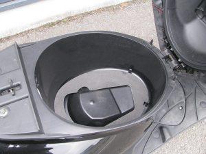 ヤマハ JOGZR ブラック シートボックス