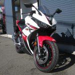 ヤマハ YZF-R25 ABS ホワイト/レッド 前側