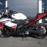 ヤマハ YZF-R25 ABS ホワイト/レッド 左側