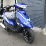 新車情報 ヤマハ JOGZR Movistar Yamaha MotoGP Edition ブルー 右前側