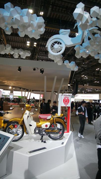 2018年新型車? ホンダ カブ 60周年記念モデル? ゴールド(東京モーターショー2017)