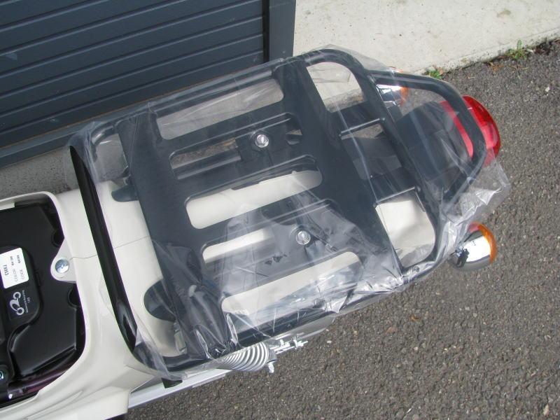 新車情報 ホンダ クロスカブ50(CROSS CUB50)ホワイト リヤキャリア