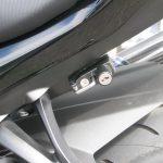 中古車 スズキ GSX-S1000ABS レッド/ブラック ヘルメットホルダー装着写真