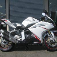 新車バイク ホンダ CBR250RR ABS ホワイト (2018年新色) みぎ側