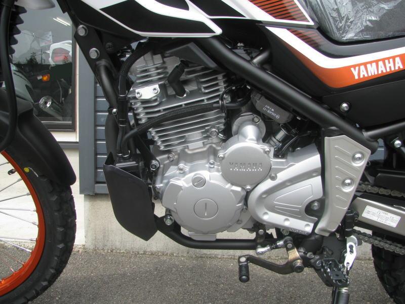 新車情報 ヤマハ セロー250(2018年モデル)オレンジ エンジン