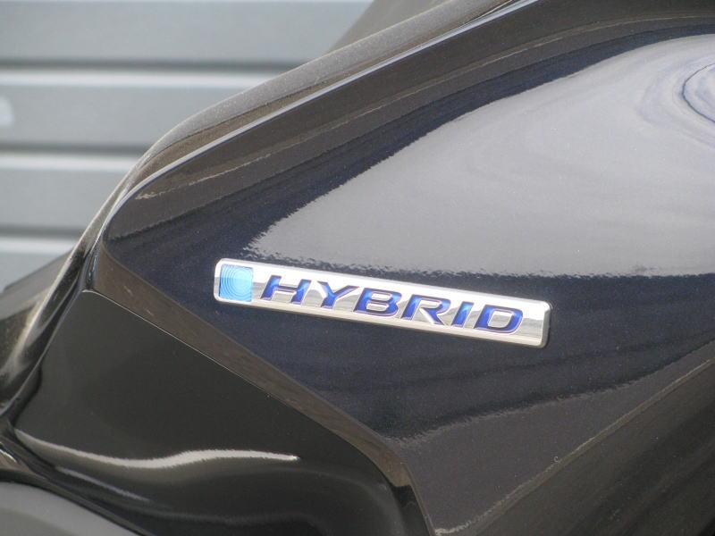 新車情報 ホンダ PCX HYBRID ブルー ハイブリッドのエンブレム