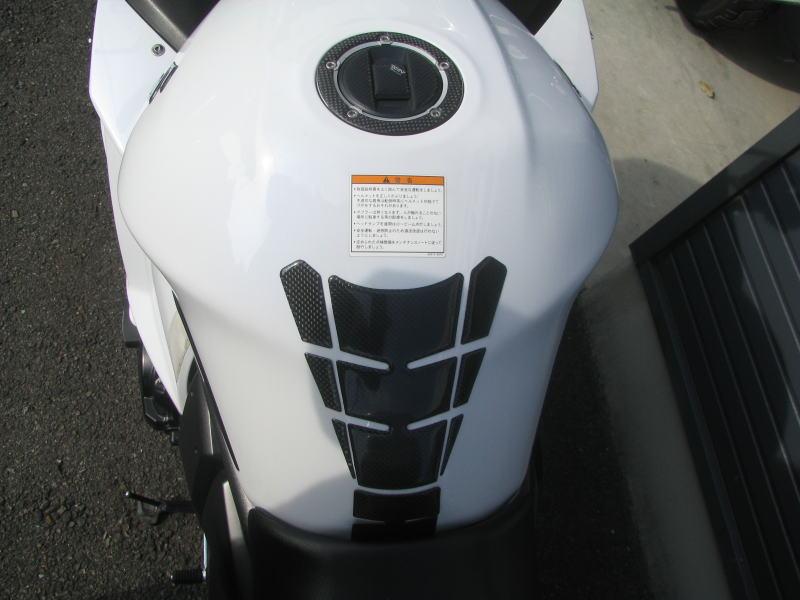 中古車情報 スズキ バンディット1250F_ABS ホワイト マフラー、3ボックス他オプション付き タンクパット