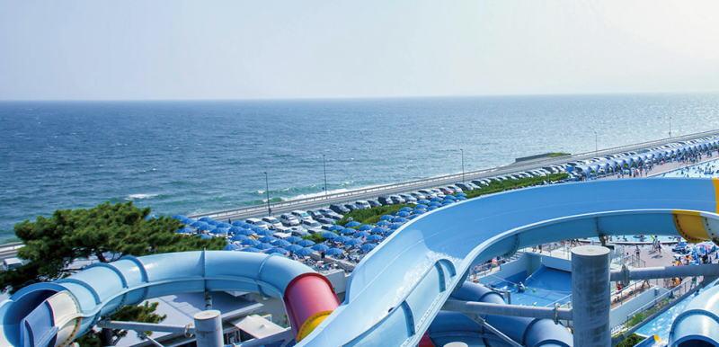 神奈川県 大磯ロングビーチ 滑り台と海 サンプル画像