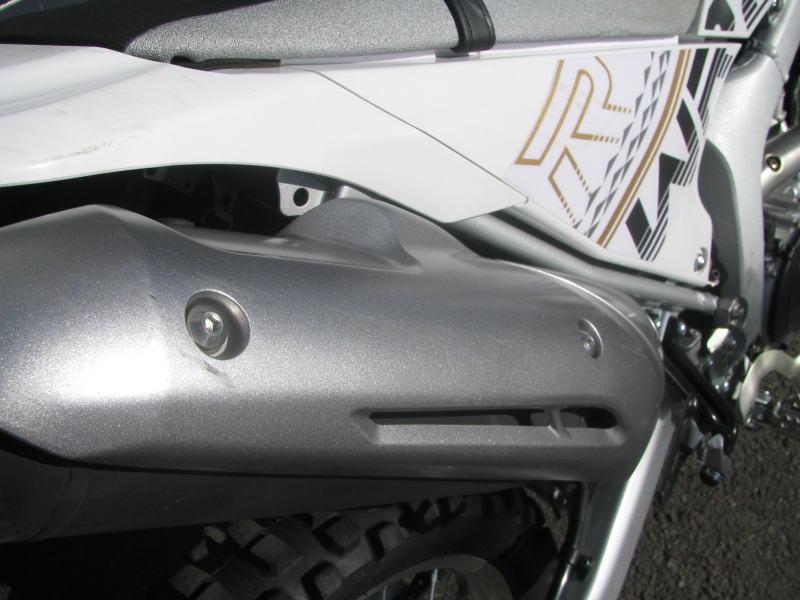 中古車情報 ヤマハ WR250R ホワイト マフラーカバーの傷