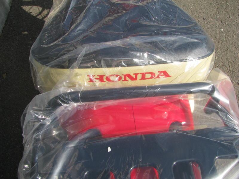 新車情報 ホンダ スーパーカブ110 60周年アニバーサリー レッド シートロゴ