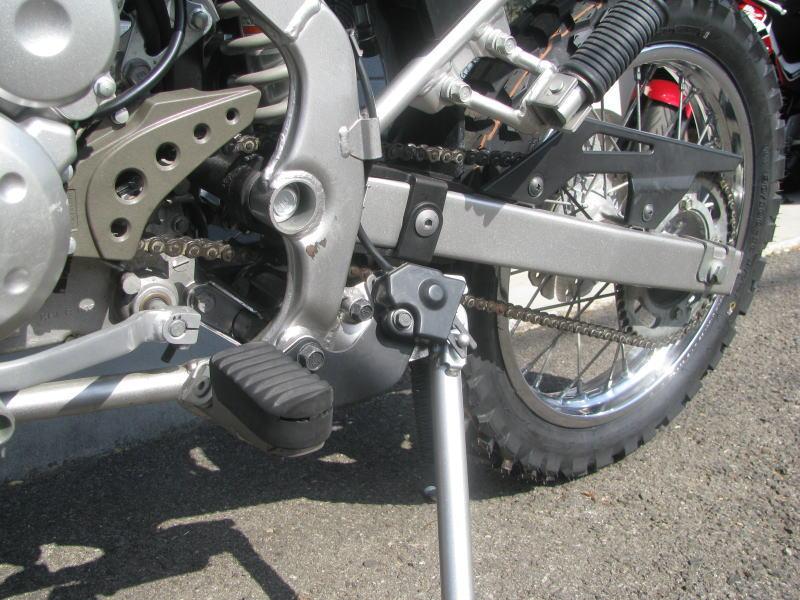 中古車情報 カワサキ KLX125 ホワイト 左側のフレームの傷
