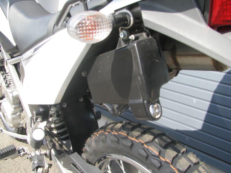 中古車情報 カワサキ KLX125 ホワイト 左後ろのツールボックス(ホンダの純正品)