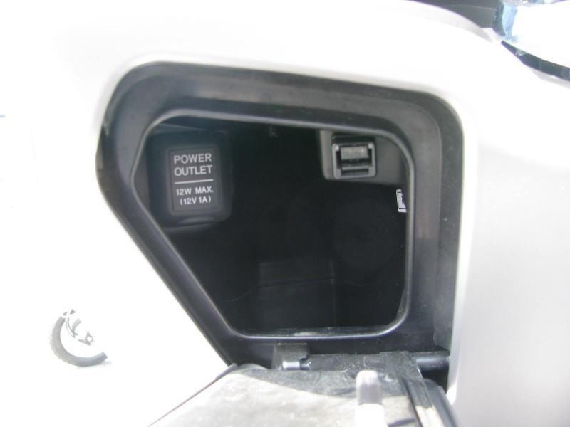 中古車情報 ホンダ PCX125 マットグレイ コンソールボックス内の12V DC電源