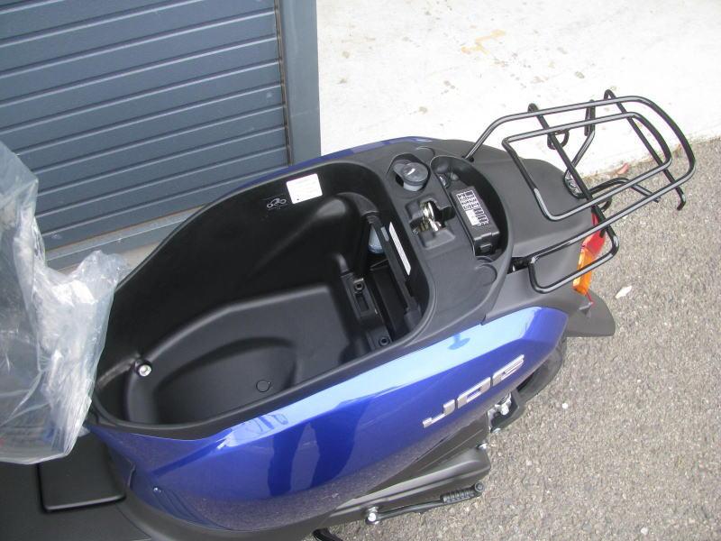 新車情報 ヤマハ JOGデラックス ブルー シートボックス
