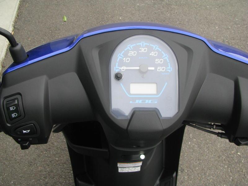 新車情報 ヤマハ JOGデラックス ブルー メーターパネル