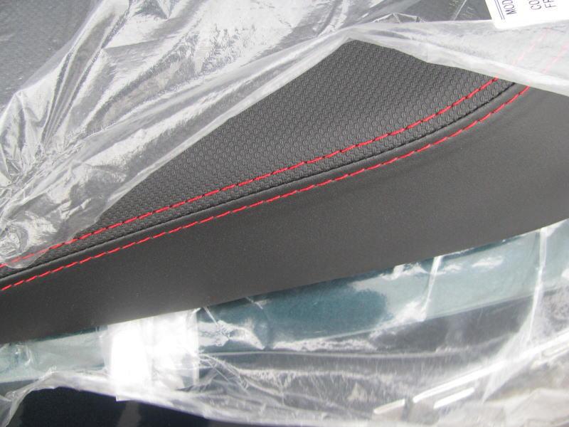 新車情報 ヤマハ JOGデラックス グリーン シートのステッチ