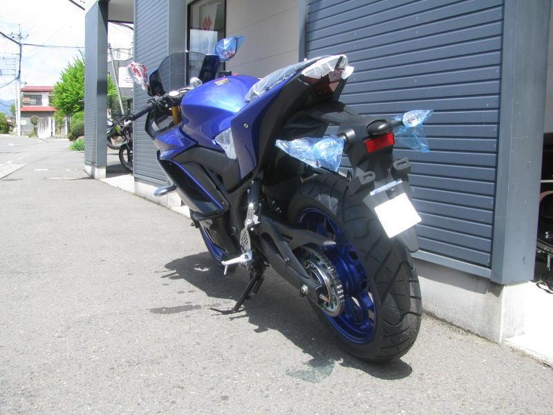 新車バイク ヤマハ YZF-R25 ABS(2019年モデル) ブルー うしろ側