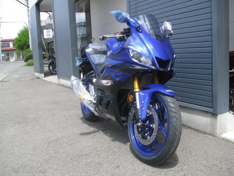新車バイク ヤマハ YZF-R25 ABS(2019年モデル) ブルー 右まえ側