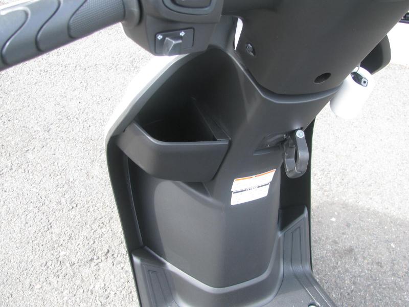 中古車情報 ヤマハ JOG(ジョグ) ホワイト フロントポケットとコンビニフック(AY01)