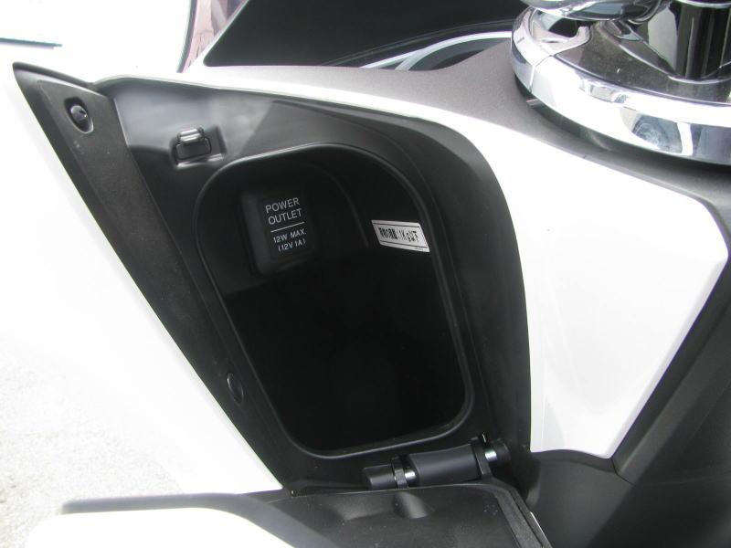 中古車 ホンダ PCX125 ホワイト(白) 2018年モデル ハンドル下収納 DCソケット付