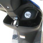 新車情報 スズキ アドレスV50 ブルー 2018年モデル メインキー、フロントポケット