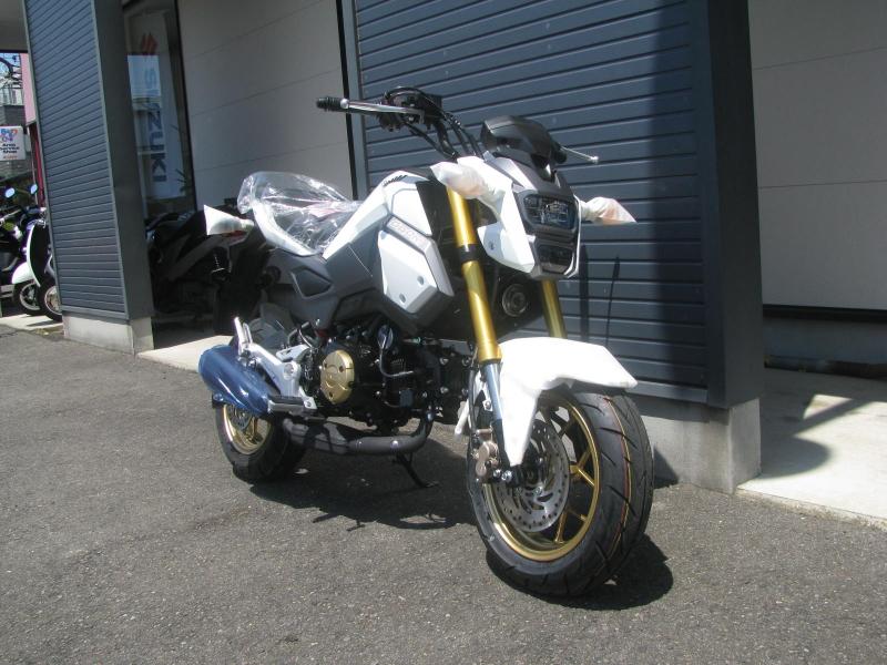 新車バイク ホンダ グロム(GROM) ホワイト まえ側