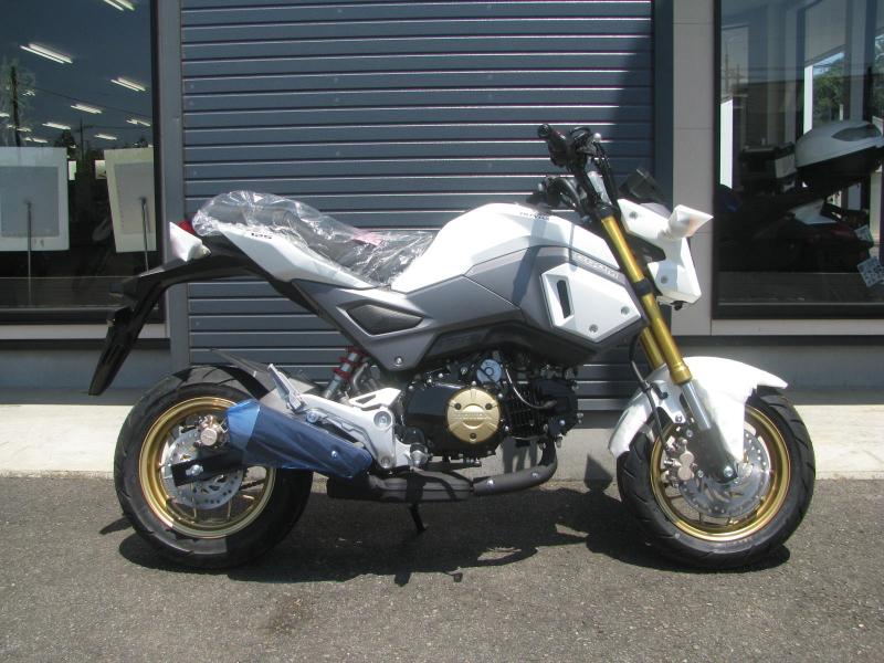 新車バイク ホンダ グロム(GROM) ホワイト みぎ側